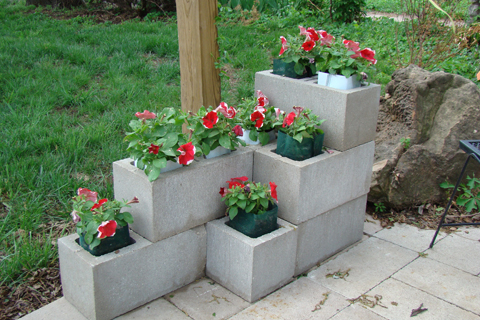 Top 10 amazing and unusual cinder block planters for Bloque de cemento para jardin