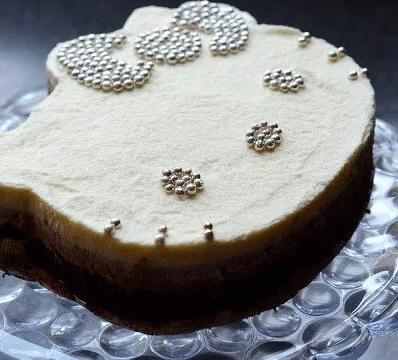 hello kitty triple chocolate mousse cake