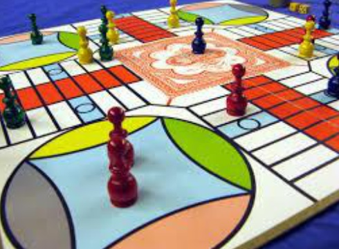 Top 10 Games to Play With The Family Through the Holidays