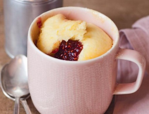 White Chocolate And Raspberry Mug Cake