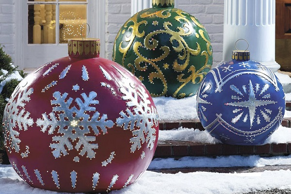 Top 10 Worlds Biggest Christmas Tree Baubles