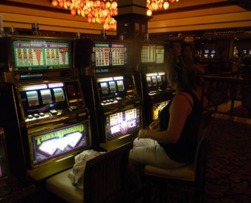 10 Tips to Win Playing at Slots